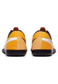 Buty halowe dla dzieci Nike Mercurial Vapor 13 Academy IN AT8137. Materiał: syntetyk, skóra. Szerokość cholewki: normalna