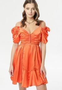 Born2be - Koralowa Sukienka Evenhall. Typ kołnierza: kołnierz z falbankami. Kolor: pomarańczowy. Materiał: poliester. Długość rękawa: na ramiączkach. Wzór: ażurowy. Długość: mini