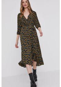 Czarna sukienka Answear Lab wakacyjna, asymetryczna, z krótkim rękawem