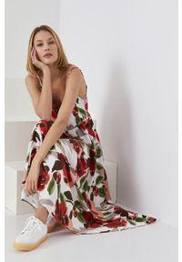 Biała sukienka Answear Lab prosta, w kwiaty, wakacyjna