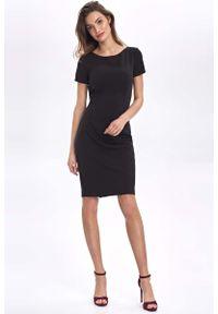 Nife - Czarna Dopasowana Sukienka z Łódkowym Dekoltem. Kolor: czarny. Materiał: poliester, wiskoza, nylon