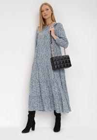 Born2be - Niebieska Sukienka Cecane. Okazja: na co dzień. Kolor: niebieski. Długość rękawa: długi rękaw. Wzór: kwiaty, aplikacja. Styl: klasyczny, casual. Długość: maxi