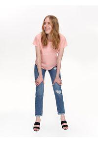 Różowy t-shirt TOP SECRET z aplikacjami, z dekoltem na plecach, z krótkim rękawem, krótki