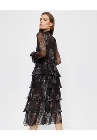 ICON - Czarna sukienka z jedwabiu Svieta. Kolor: czarny. Materiał: jedwab. Wzór: aplikacja. Typ sukienki: rozkloszowane. Styl: klasyczny. Długość: midi