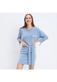 Mohito - Dzianinowa sukienka - Niebieski. Kolor: niebieski. Materiał: dzianina
