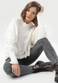 Biały sweter Born2be