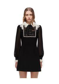 SELF PORTRAIT - Czarna sukienka mini z koronkowym kołnierzem. Kolor: czarny. Materiał: koronka. Wzór: aplikacja. Typ sukienki: proste. Długość: mini
