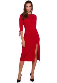 MAKEOVER - Wizytowa Sukienka z Rozcięciem na Boku w Czerwonym Kolorze. Kolor: czerwony. Materiał: poliester, elastan. Styl: wizytowy