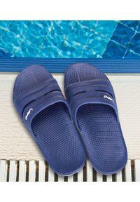 LANO - Klapki męskie basenowe Lano KL-4-0212/A Granatowe. Okazja: na plażę. Zapięcie: bez zapięcia. Kolor: niebieski. Materiał: guma. Obcas: na obcasie. Wysokość obcasa: niski. Sport: pływanie