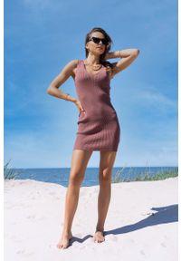 Merribel - Dopasowana Krótka Sukienka z Koronką - Kawowa. Materiał: koronka. Wzór: koronka. Długość: mini