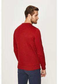 Czerwona bluza nierozpinana Izod z okrągłym kołnierzem, z aplikacjami