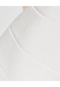 HERVE LEGER - Biała sukienka bandażowa. Okazja: na imprezę. Kolor: biały. Materiał: materiał. Wzór: paski. Długość: mini