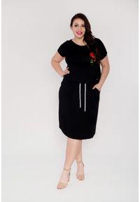 Czarna sukienka dla puszystych Moda Size Plus Iwanek z aplikacjami, z krótkim rękawem, mini