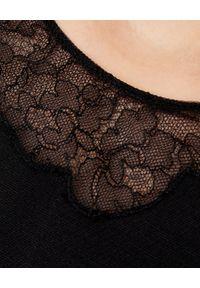 VALENTINO - Sukienka mini z koronką. Kolor: czarny. Materiał: koronka. Wzór: koronka. Typ sukienki: dopasowane, trapezowe, rozkloszowane. Styl: elegancki. Długość: mini
