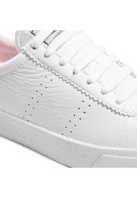 Białe sneakersy Superga z cholewką, na co dzień
