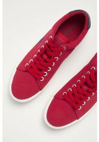 U.S. Polo Assn. - Tenisówki. Nosek buta: okrągły. Zapięcie: sznurówki. Kolor: czerwony. Materiał: guma, syntetyk, materiał, skóra. Szerokość cholewki: normalna #4