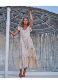 BY CABO - Sukienka z wiązaniem na plecach Honolulu. Typ kołnierza: kołnierz z falbankami. Kolor: beżowy. Materiał: tkanina, tiul, satyna. Długość rękawa: na ramiączkach