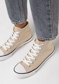 Born2be - Beżowe Trampki Nonagina. Nosek buta: okrągły. Zapięcie: sznurówki. Kolor: beżowy. Szerokość cholewki: normalna. Wzór: aplikacja. Wysokość cholewki: za kostkę. Materiał: jeans, materiał, guma. Obcas: na płaskiej podeszwie. Styl: klasyczny