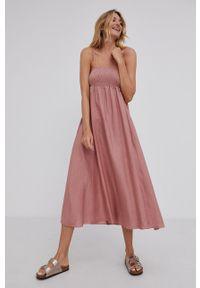 Answear Lab - Sukienka. Kolor: różowy. Materiał: tkanina. Długość rękawa: na ramiączkach. Wzór: gładki. Typ sukienki: rozkloszowane. Styl: wakacyjny