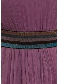 Nissa - NISSA - Sukienka. Kolor: fioletowy. Materiał: tkanina. Długość rękawa: długi rękaw. Wzór: gładki. Typ sukienki: rozkloszowane