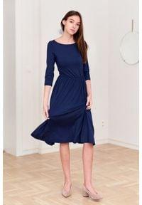 Marie Zélie - Sukienka Emelina granatowa. Kolor: niebieski. Materiał: guma, dzianina, elastan, wiskoza, materiał. Styl: klasyczny. Długość: midi