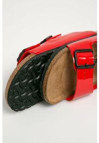 Czerwone klapki Birkenstock gładkie, bez obcasa