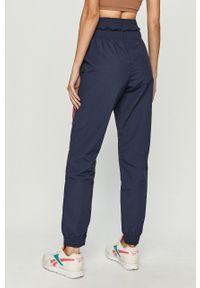 Niebieskie spodnie dresowe Reebok z nadrukiem #4