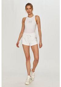 Calvin Klein Jeans - Szorty. Okazja: na co dzień. Kolor: biały. Materiał: bawełna. Styl: casual