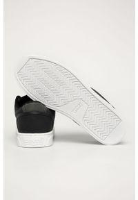 Czarne sneakersy Levi's® na spotkanie biznesowe, w kolorowe wzory