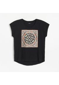 Czarny t-shirt Reserved z nadrukiem