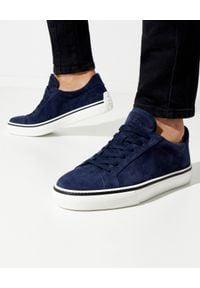 TOD'S - Granatowe sneakersy z zamszu. Nosek buta: okrągły. Kolor: niebieski. Materiał: zamsz. Obcas: na płaskiej podeszwie