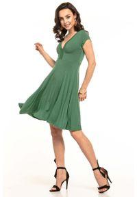 Tessita - Zielona Sukienka Dzianinowa z Dekoltem V na Lato. Kolor: zielony. Materiał: dzianina. Sezon: lato