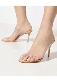 MANOLO BLAHNIK - Sandały Scolto w kolorze nude. Zapięcie: pasek. Kolor: beżowy. Wzór: paski. Obcas: na obcasie. Wysokość obcasa: średni