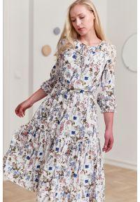 Marie Zélie - Sukienka Cecilia Aurantia kremowa. Kolor: kremowy. Materiał: bawełna, wiskoza, materiał, tkanina, skóra, poliester. Wzór: napisy, aplikacja