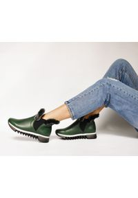Zapato - ocieplane botki - skóra naturalna - model 485 - kolor zielony. Okazja: na co dzień, na spacer. Zapięcie: bez zapięcia. Kolor: zielony. Materiał: skóra. Szerokość cholewki: normalna. Wzór: nadruk, kolorowy. Sezon: jesień, zima. Obcas: na płaskiej podeszwie. Styl: sportowy, klasyczny, elegancki, casual