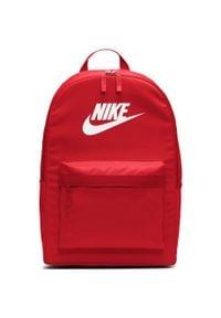 Czerwona torba Nike w kolorowe wzory