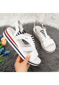 Białe sandały Rieker na koturnie