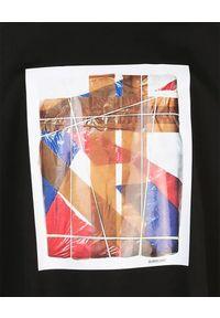 Burberry - BURBERRY - Czarna koszulka z graficznym nadrukiem. Okazja: na co dzień. Kolor: czarny. Materiał: bawełna, dresówka, jeans. Wzór: nadruk. Styl: casual