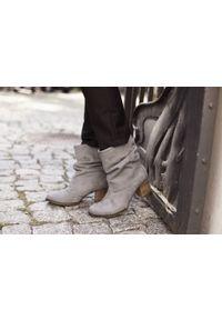 Szare botki Zapato klasyczne, w kolorowe wzory, do pracy, bez zapięcia