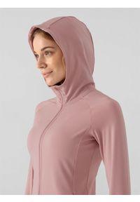 4f - Bluza treningowa damska. Typ kołnierza: kaptur. Kolor: różowy. Materiał: włókno, dzianina, materiał. Wzór: gładki. Sport: fitness