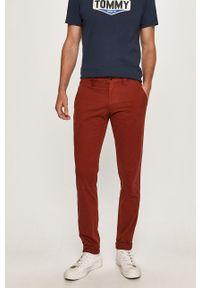 Czerwone spodnie Tommy Jeans