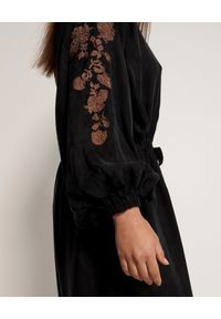 ONETEASPOON - Czarna sukienka z haftem. Kolor: czarny. Materiał: wiskoza. Wzór: haft. Styl: boho, elegancki. Długość: midi #4