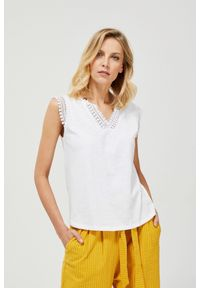 Biała bluzka MOODO klasyczna, z klasycznym kołnierzykiem, krótka, z krótkim rękawem
