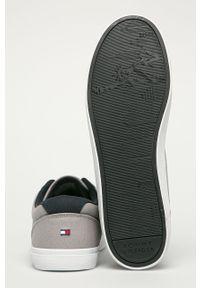 Szare sneakersy TOMMY HILFIGER na średnim obcasie, z okrągłym noskiem, z cholewką, na obcasie