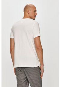 TOMMY HILFIGER - Tommy Hilfiger - T-shirt. Okazja: na co dzień. Kolor: biały. Wzór: nadruk. Styl: casual