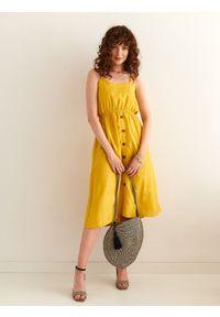 TOP SECRET - Sukienka damska gładka. Kolor: żółty. Wzór: gładki. Typ sukienki: koszulowe