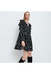 Mohito - Sukienka z falbaną - Czarny. Kolor: czarny