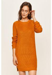 Pomarańczowa sukienka Noisy may casualowa, prosta, z długim rękawem