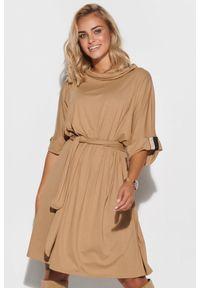 Makadamia - Oversizowa Sukienka z Wiązanym Paskiem - Beżowa. Kolor: beżowy. Materiał: wiskoza, elastan