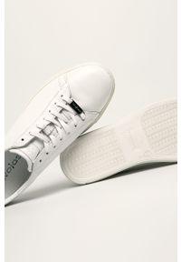 Białe sneakersy Wojas na sznurówki, z cholewką, z okrągłym noskiem